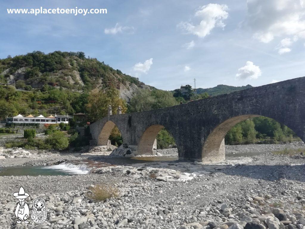 Горбатый мост, Боббио, Италия