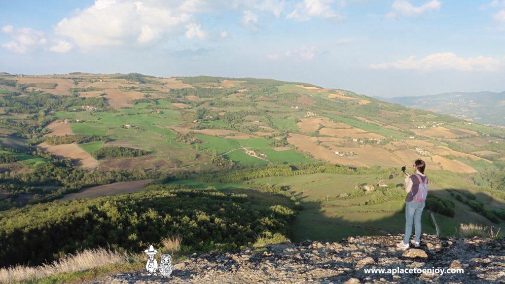 Вид на долину с каменного холма у часовни Святой Анны